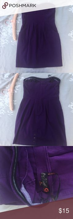 G by Guess purple cotton strapless dress Size M G by Guess purple strapless cotton dress. Size M. Pockets. Back hem has cute metal snap buttons. Nice inside edge around bust area to hold the dress up. Slight wear under bust. No rips tears or stains. Non-smoker G by Guess Dresses Strapless