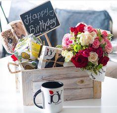 Themed Gift Baskets, Birthday Gift Baskets, Diy Gift Baskets, Gift Hampers, Birthday Gifts, Cute Gifts, Diy Gifts, Breakfast Basket, Flower Box Gift