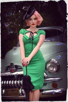 I don't know if I could pull this off, but I love pin up style and its green! Looks Rockabilly, Rockabilly Stil, Rockabilly Fashion, Rockabilly Dresses, Pin Up Vintage, Retro Pin Up, Look Vintage, 50s Pin Up, Vintage Glamour