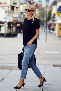 loose fitted jeans and tee with pumps