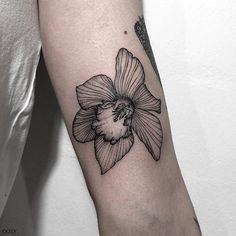 수선화 Girly Tattoos, Flower Tattoos, Body Art Tattoos, Tatoos, Piercing Tattoo, Piercings, Henna Designs, Tattoo Designs, Earth Tattoo