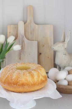 Eierlikoerpuffer for Easter For 18 small or one Gugelhupf: eggnog . Baking Recipes, Cake Recipes, Sweet Cakes, Easter Recipes, Cakes And More, Let Them Eat Cake, Cake Cookies, Yummy Cakes, No Bake Cake
