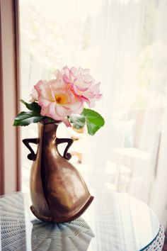 A vase with attitude! #floral #roses