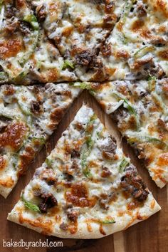 cheese thin crust cheesesteak pizza with green peppers and onions. Recipe from {Baked by Rachel}Three cheese thin crust cheesesteak pizza with green peppers and onions. Recipe from {Baked by Rachel} Leftover Steak Recipes, Beef Recipes, Cooking Recipes, Good Pizza, Pizza Pizza, Pizza Party, Pizza Dough, Flatbread Pizza, Thin Crust Pizza
