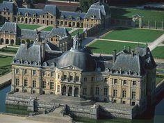28. Louis Le Vau.  Vaux le Vicomte. 1657-1658. Sigue el modelo de (27) Francois Mansart en chateau de Maisons -Lafitte.