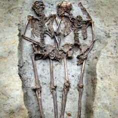 Amor eterno: esqueletos de pareja romana permanecieron tomados de la mano por 1500 años