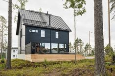 Honka log homes - Healthy houses inspired by Nordic nature Modern Log Cabins, Modern Barn House, Metal Building Homes, Building A New Home, Green Building, Garage Studio Apartment, Scandinavian Architecture, Scandinavian Style, Passive House