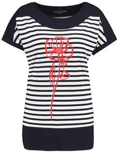 Top with a front print and 1/2-length sleeves