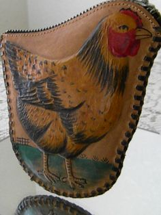 VINTAGE TOOLED LEATHER CHICKEN HEN ZIPPERED COIN PURSE