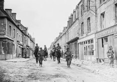 Patrol: American troops pass through the streets of Sainte-Mere-Eglise, in Normandy, keeping a sharp lookout for German snipers on June 1944 Normandy Ww2, D Day Normandy, Le Jour Le Plus Long, American D, Military Pictures, Paratrooper, American Soldiers, World War Two, Troops