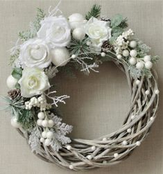 Victorian Christmas Decorations, Christmas Wreaths To Make, Holiday Wreaths, Xmas Decorations, Christmas Crafts, Xmas Flowers, Christmas Flower Arrangements, Floral Arrangements, Elegant Christmas