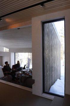 Slik tok han naturen inn i hytta - Aftenbladet. Young Designers, Cabin, Windows, Wood, Inspiration, Furniture, Home Decor, Frame, Nature
