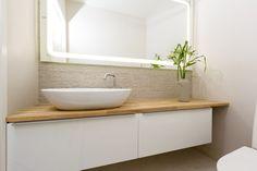 Pienessä tilassa sopivilla kalusteilla voidaan luoda lisää tilan tuntua. My Dream Home, Toilet, Sweet Home, Bathtub, Interior, House, Bathrooms, Ph, Home Decor