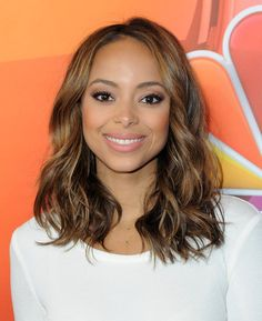 Amber Stevens West Medium Wavy Cut - Amber Stevens West flaunted perfectly styled waves at the NBCUniversal Press Tour.