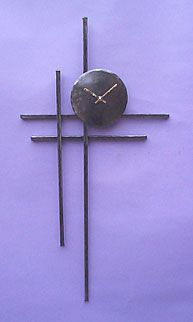 wall clock in metal in a contemporary style