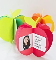 3D paper apple book keepsake - fun teacher appreciation gift idea // 3D Alma alakú mini emlék füzet papírból - ajándék ötlet tanároknak // Mindy - craft tutorial collection // #crafts #DIY #craftTutorial #tutorial #PaperCrafts #KreatívÖtletekPapírból
