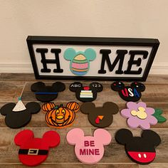 Your place to buy and sell all things handmade Interchangeable mic. - Your place to buy and sell all things handmade Interchangeable mickey head home sign - Disney Parks, Walt Disney, Crafts To Do, Home Crafts, Crafts For Kids, Disney Crafts For Adults, Disney Diy Crafts, Disney Halloween, Disney Cute