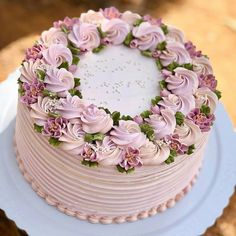 Regrann from - 💟 - dessert - Cake-Kuchen-Gateau Cake Decorating Designs, Cake Decorating Techniques, Decorating Ideas, Cake Decorating Frosting, Gorgeous Cakes, Pretty Cakes, Buttercream Flower Cake, White Buttercream, Fondant Flowers