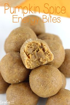These easy no bake gluten free Pumpkin Spice Energy Bites are made with just 4 ingredients and ready in no time! Soft and chewy that taste like pumpkin pie! Breakfast Recipes, Snack Recipes, Dessert Recipes, Free Recipes, Good Food, Yummy Food, Healthy Snacks, Eating Healthy, Gluten Free Pumpkin
