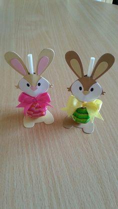 Die Hasen sind mit Stanzschablonen von Marianne Design Collectables gemacht. Dann braucht man noch Kleber, Schleifenband, Tonkarton, Klebepunkte & Lollys.