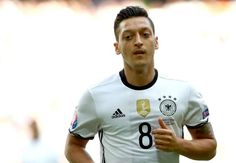 Ozil not concerned with fans' views, only what Low & Wenger think. Has he got that right?