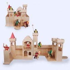 Zeer mooi houten kasteel gemaakt van berken multiplex exlusief accessoires en inklapbaar.    Afmetingen 45 bij 40 ingeklapt