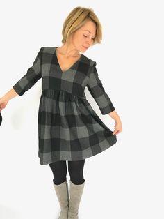 Lorsque je vous avais présenté le patron de La Désinvolte ici, je vous avais d'ors et déjà dit que j'allais tenter la version robe… Alors certes, une fois de plus n'est pas coutume, j'ai mis le temps, mais je l'ai fait ! J'avais [...] Coin Couture, Couture Sewing, Diy Fashion, Fashion Trends, Clothing Patterns, Sewing Patterns, Fashion Accessories, Girl Outfits, Cold Shoulder Dress