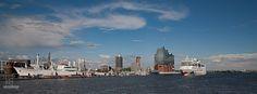Es lohnt sich immer Hamburg zu besuchen. Am Sonntag habe ich eine große Hafenrundfahrt gemacht.  Dieses mal mit einem der größeren Schiffe.  Es ging von den Landungsbrücken  vorbei am Dockland bis zum Oevelgönner Museums-Hafen, dann  in den Parkhafen und elbabwärts bis zur  Elbphilharmonie  und zurück zu den Ladungsbrücken.  Die ganze Tour hat ca. 1 Stunde gedauert. Das besondere Highlight war das Auslaufen der AIDASol