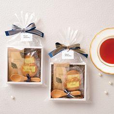 ホワイトデーギフト プチギフト Baking Packaging, Cookie Packaging, Gift Packaging, Packaging Ideas, Hamper Boxes, Gift Hampers, Creative Gift Wrapping, Creative Gifts, Curated Gift Boxes