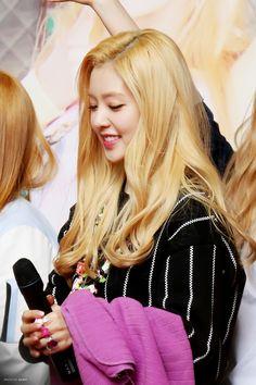RED VELVET - Irene #아이린 (Bae JooHyun #배주현) #blonde #금발의 #레드벨벳