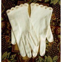 Vintage Beaded Gloves White Cotton Crescendoe