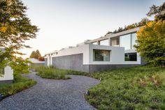 Proyecto: Casas con patio Zumikon  Arquitectos: Think Architecture  Ubicación: Zumikon, Sui...