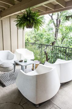 Homepolish Interior Design These Vintage Fiberglchairs Are The Perfect Unusual Addition To The