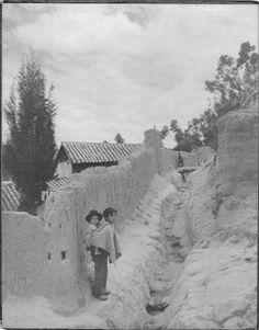 Saúl Ordúz, Niños en calle sin pavimentación, 1930.