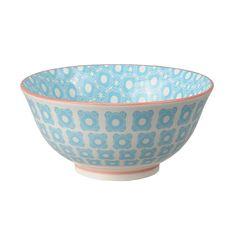 Un joli bol inspiré des motifs chinois traditionnels aux motifscolorés. Des motifs design et sympa qui apporteront élégance et sophistication à toute table!  Ces jolis bols sont parfaits pour y boire vos boissons chaudes ou y manger une préparation à base de riz. 9,00 € http://www.lafolleadresse.com/ceramique-chinoise/671-bol-155-cm-motifs-fleurs-bleues.html