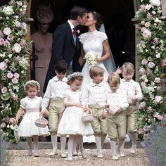 Venha ver no blog como foi o casamento de Pippa Middleton a irmã caçula de Kate Middleton com participação especial dos sobrinhos da família real príncipe George e princesa Charlotte  . #planejandomeucasamento #casamento #famosos #pippamiddleton #pippamiddletonwedding #wedding #royalwedding #principegeorge #princesacharlotte #princegeorge #princesscharlotte #royalfamily