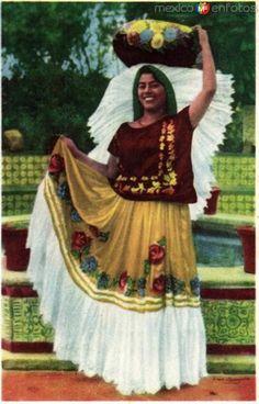 Fotos de , , México: No. 40: Tipo de Tehuana, Estado de Oaxaca