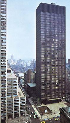 The Seagrams Building. Mies Van der Rohe