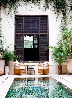 Outdoor seats next to the Moroccan private pool design, beautiful natural boho style! #exterior #design // Ethnic Chic