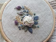 Wonderful Ribbon Embroidery Flowers by Hand Ideas. Enchanting Ribbon Embroidery Flowers by Hand Ideas. Brazilian Embroidery Stitches, Learn Embroidery, Silk Ribbon Embroidery, Embroidery For Beginners, Embroidery Techniques, Embroidery Designs, Embroidery Supplies, Hand Embroidery Patterns, Embroidery Thread