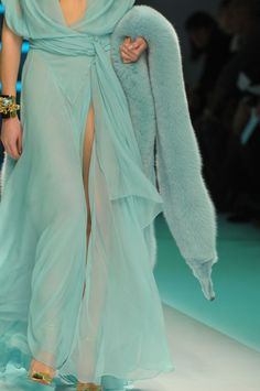 Alexandre Vauthier Spring 2012 Couture I thought this as lovely until I looked closer. We all need a dead, dyed animal to really rock a fashion look! Couture Fashion, Runway Fashion, High Fashion, Fashion Show, Womens Fashion, Fashion Night, Azul Tiffany, Tiffany Blue, Vogue
