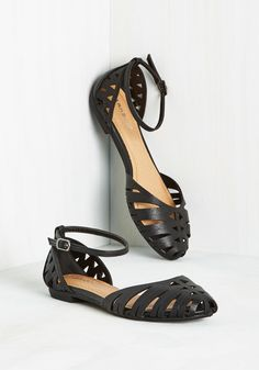 'Atta Gallery Flat. Make your monthly entry into the art museum sporting these black flats! #black #modcloth
