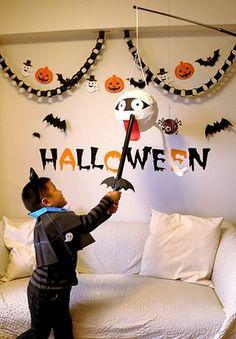 ハロウィンのピニャータ「ミイラお化け」の作り方 Halloween Decorations For Kids, Halloween Activities For Kids, Easy Halloween Crafts, Halloween Party Decor, Holidays Halloween, Baby Halloween, Halloween House, Halloween Themes, Adornos Halloween