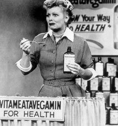Lucy maakt reclame voor een vitamine drank. Hilarisch.