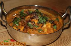 Have done this with paneer or potatoes instead of chicken - pretty tasty! Serve with plain basmati rice :D