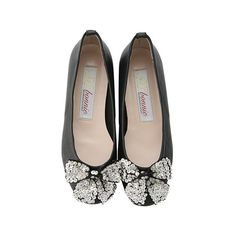 【ELLE SHOP】スーコマボニー|【SC bonnie】ビジューリボン付きフラットシューズ|ファッション通販 エル・ショップ ($140) ❤ liked on Polyvore featuring shoes, flats, scarpe, sapatos, flat shoes, flat pumps and flat heel shoes