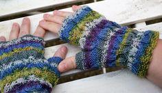 Handschuhe -  Handschuhe Pulswärmer aus bunter Sockenwolle - ein Designerstück von wollkaethe bei DaWanda