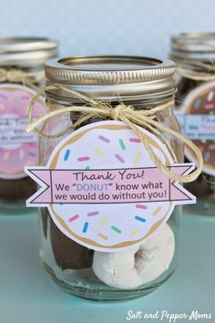 Over 25 End of the year teacher gifts and teacher appreciation gift ideas!k… Over 25 End of the year teacher gifts and teacher appreciation gift ideas! Volunteer Gifts, Volunteer Appreciation Gifts, Gifts For Volunteers, Bus Driver Appreciation, Great Teacher Gifts, Gift Ideas For Teachers, Diy Gifts For Teachers, Year End Teacher Gifts, Teacher Birthday Gifts