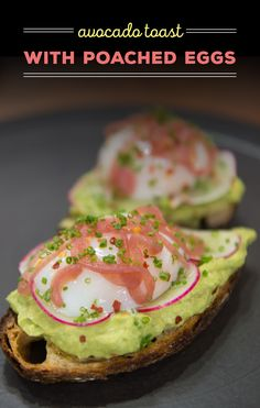 Avocado toast makes for a delicious and healthy breakfast. Give it an upgrade by topping it with a poached egg. Try this healthy recipe to start your morning off right. Quick And Easy Breakfast, Healthy Breakfast Recipes, Eat Healthy, Healthy Recipes, Breakfast Toast, Breakfast Ideas, Omelette, Frittata, Sandwiches For Lunch
