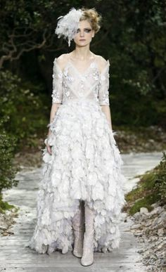 Chanel Haute Couture spring/summer 2013. //if I ever get married this is exactly what I'm wearing except in blush and a bigger headpiece.
